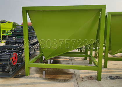 Cache Storage Bin for Large-Scale Composting Plant